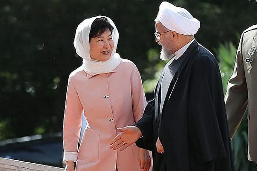 South Korean President Park Geun Hye talking with her Iranian counterpart Hassan Rouhani during a welcoming ceremony at Iran's presidential palace in Teheran yesterday.