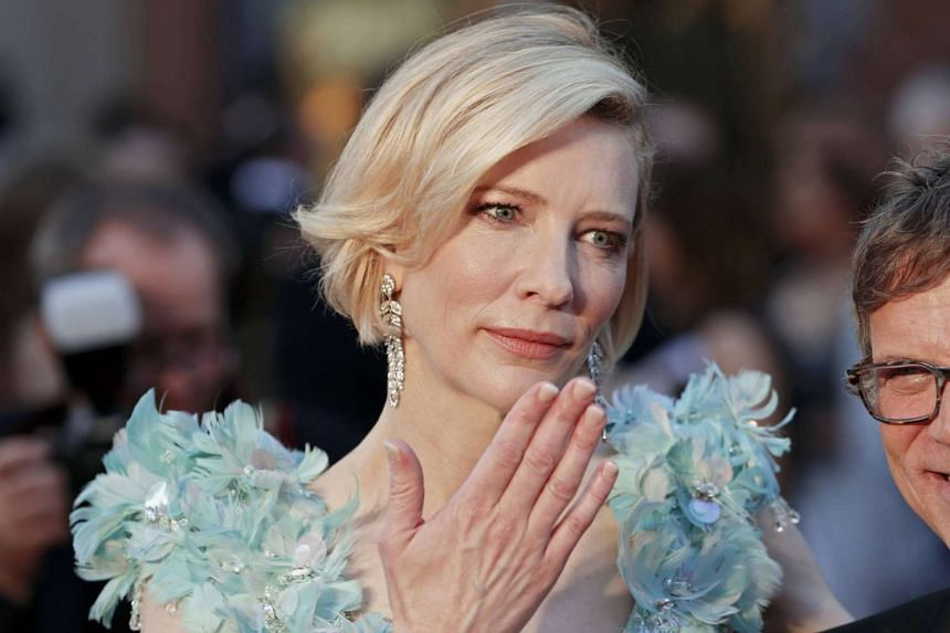 Cate Blanchett throws a kiss as she arrives at the 88th Academy Awards in Hollywood on Feb 28.