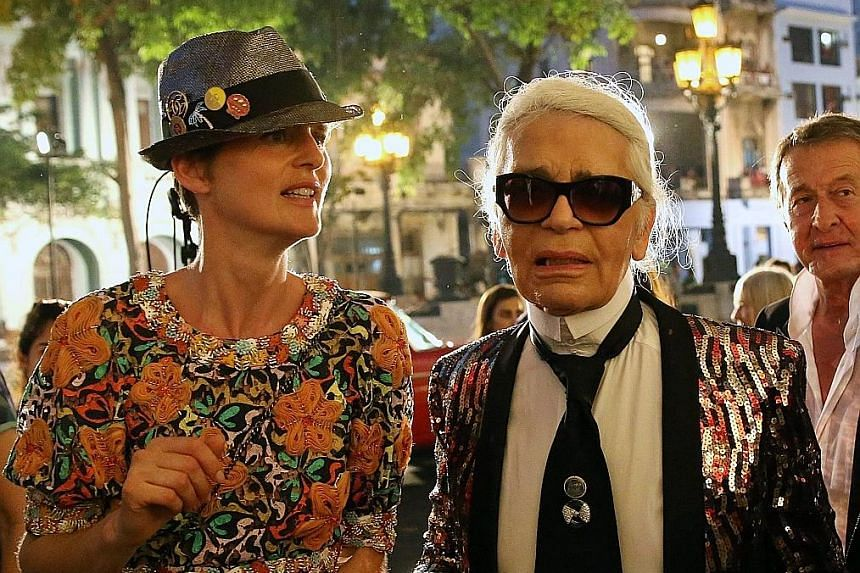 The catwalk show was held on one of Havana's main boulevards, and the collection featured tulle cocktail dresses and models in Panama hats. Designer Karl Lagerfeld with British model Stella Tennant. Celebrities such as supermodel Gisele Bundchen (lef