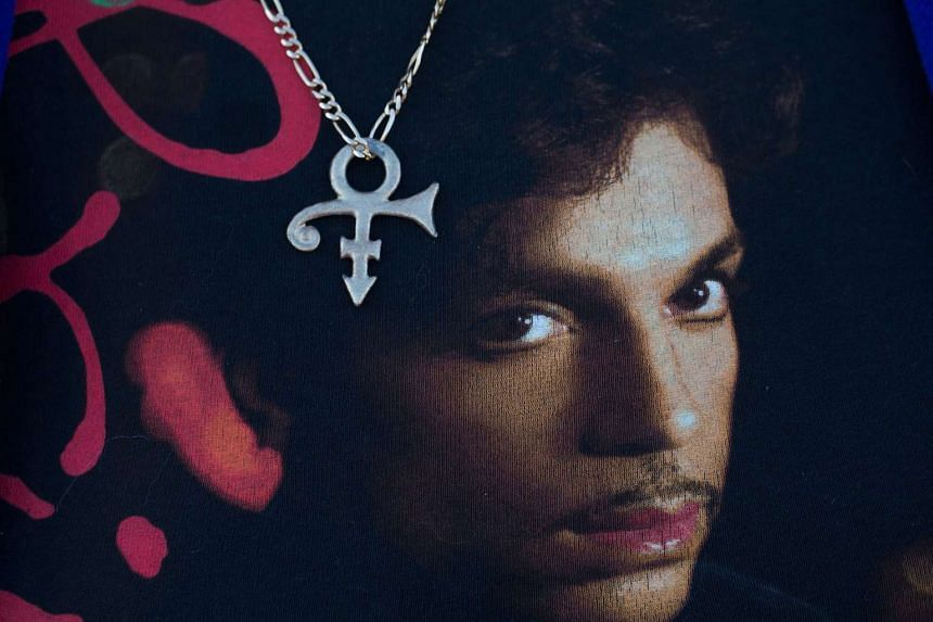 A specialist in painkiller addiction arrived too late for Prince (pictured above, on a fan's clothing).