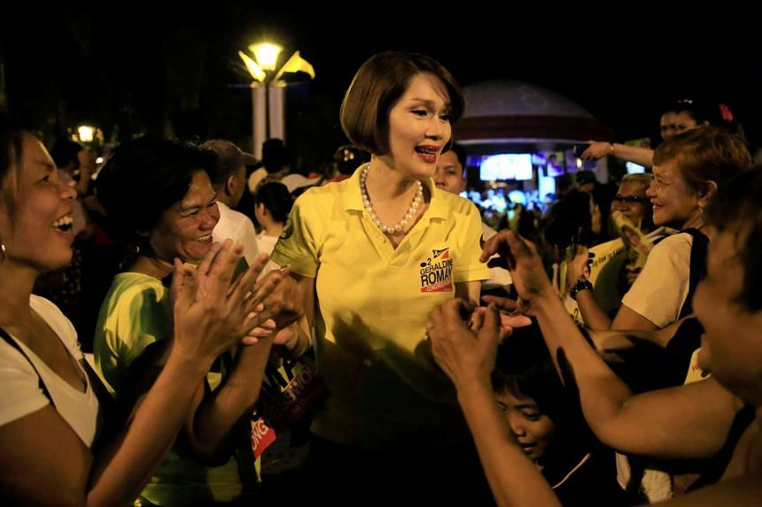 """Ms Geraldine Roman (centre) is greeted by her supporters during a """"Miting de Avance"""" (last political campaign rally), on May 6, 2016."""