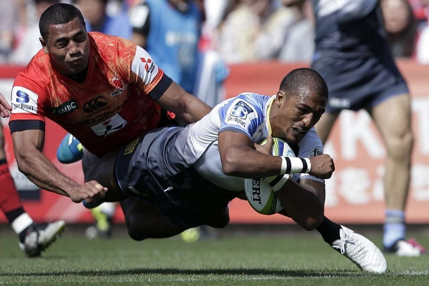 Marcel Brache (right) of the Western Force jumps to score a try against the Sunwolves during the Round 11 Super Rugby match in Tokyo, on May 7, 2016.