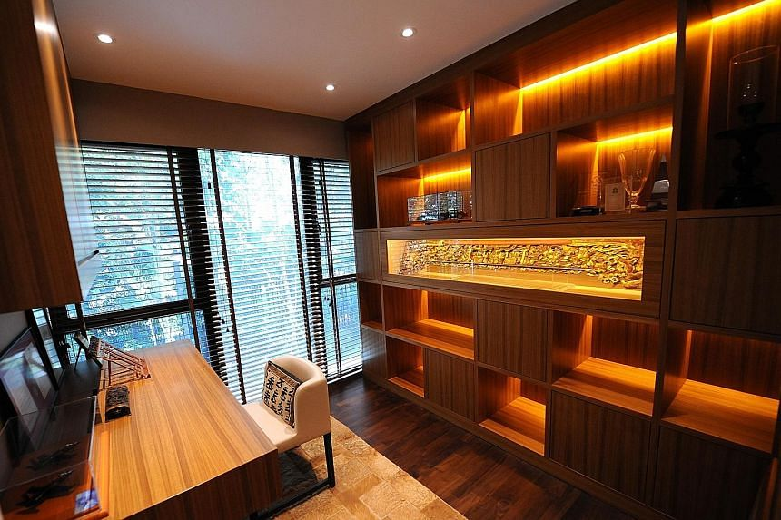 The custom shelving in the study (above) is done in the same style as that in the living room.