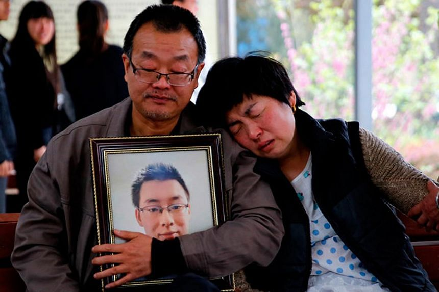 The parents of student Wei Zexi, who died of a rare form of cancer, waiting outside a funeral home in Xianyang, Shaanxi, on April 13.