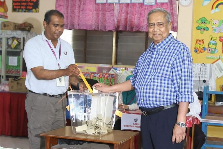 Sarawak Chief Minister Adenan Satem (right) casting his vote for the Sarawak state election at SK Merpati Jepang in Kuching on Saturday, May 7, 2016.