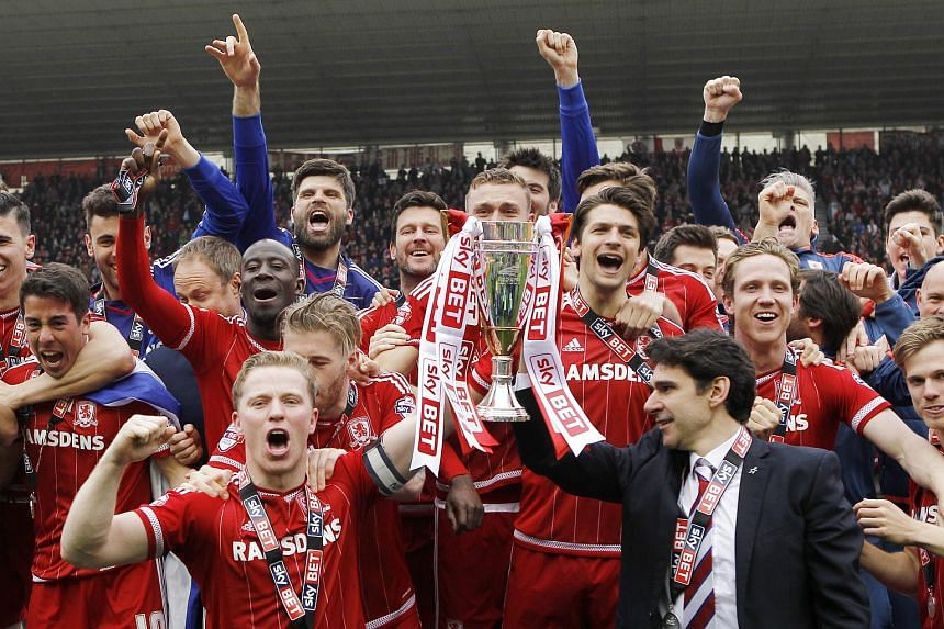 Middlesbrough's Grant Leadbitter and manager Aitor Karanka celebrate with the trophy and team mates after being promoted to the Barclays Premier League.