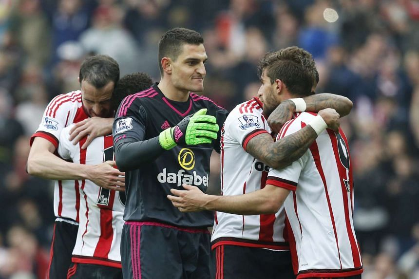 Sunderland's Vito Mannone celebrates with team mates at the end of the match.