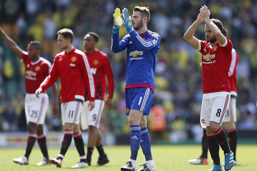 Manchester United's Juan Mata and David De Gea applauding fans after the game against Norwich City.