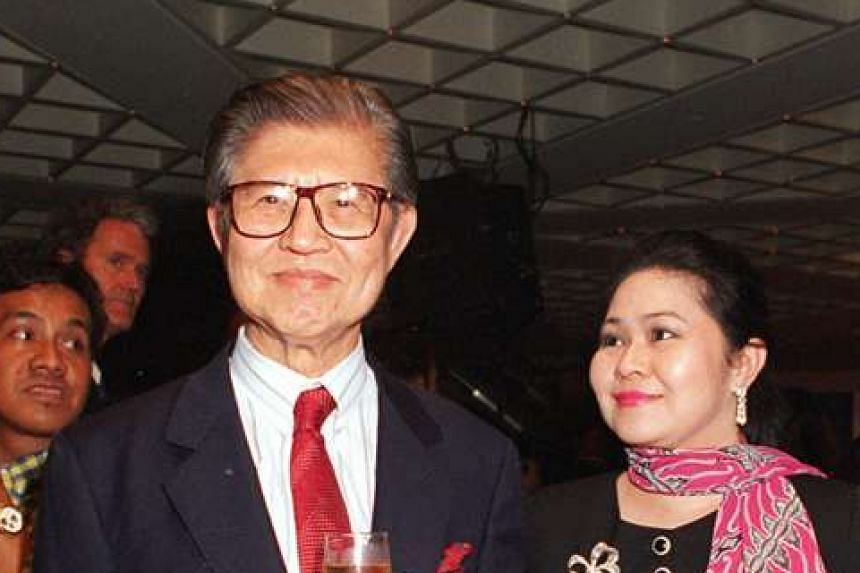 Mr Lee Seng Gee (left) and his wife Della Lee on Feb 3, 1994.