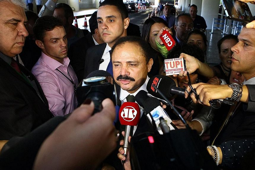 Mr Maranhao meeting the press after annulling the impeachment process on Monday. He changed his mind yesterday.