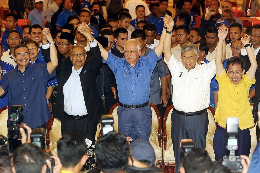 Prime Minister Najib (centre) celebrating the Sarawak election victory with Sarawak Chief Minister Adenan Satem (second from left), Deputy Prime Minister Ahmad Zahid Hamidi (second from right), Defence Minister Hishammuddin Hussein (far left) and Sar
