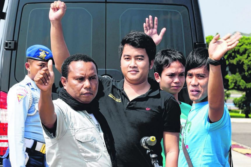 Indonesian seamen who were held hostage in the southern Philippines arriving at the Halim Perdana Kusuma military airbase in Jakarta yesterday. The four were kidnapped on April 15 by an armed group with suspected links to the Filipino Islamist group