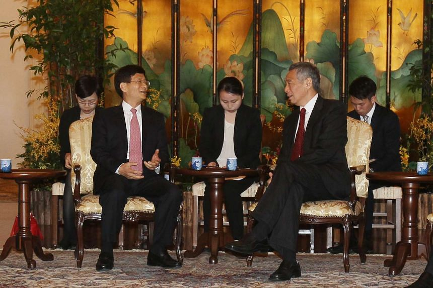 Communist Party of China Political and Legal Affairs Commission Secretary Meng Jianzhu speaking with Singapore Prime Minister Lee Hsien Loong at the Istana on Feb 10, 2015.
