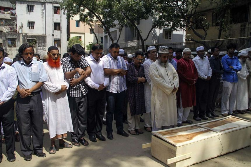 Wong Zioedy: Relatives and friends attend the funeral prayer of Bangladeshi activist Xulhaz Mannan in Dhaka, on April 26, 2016.