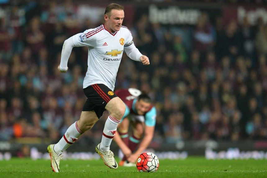 Manchester United's English striker Wayne Rooney runs with the ball during the English Premier League football match on May 10, 2016.
