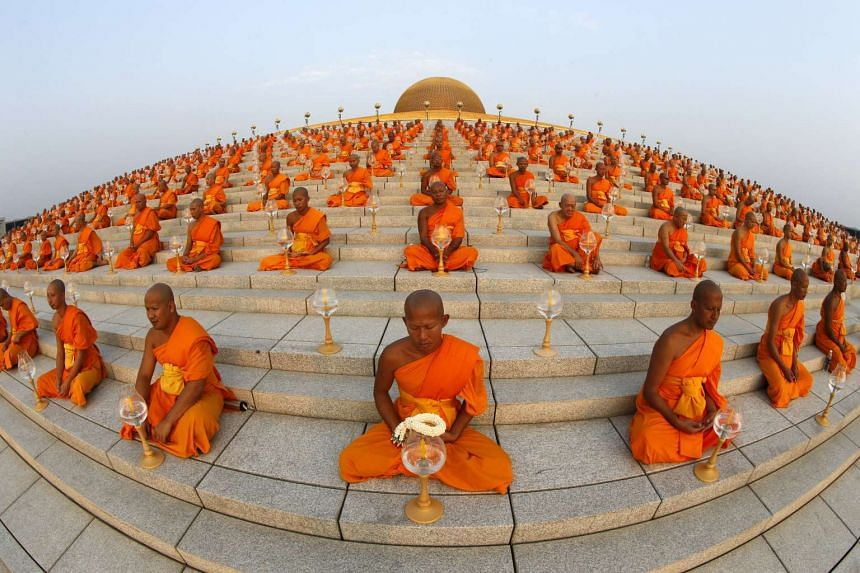 Buddhist monks pray at Wat Phra Dhammakaya during a ceremony on Makha Bucha Day in Pathum Thani province, north of Bangkok on Feb  22, 2016.