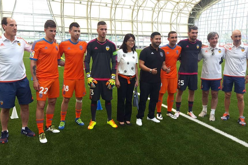 Valencia's president Chan Lay Hoon (centre) with Johor Darul Ta'zim (JDT) chairman Tunku Ismail Sultan Ibrahim (to her left) and Valencia players at JDT's Padang Seri Gelam training facility, on May 19, 2016.
