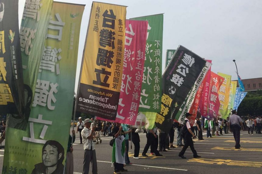 Pro-independence protesters gathering outside the inauguration ceremony grounds in Taipei, calling for Taiwan's independence.