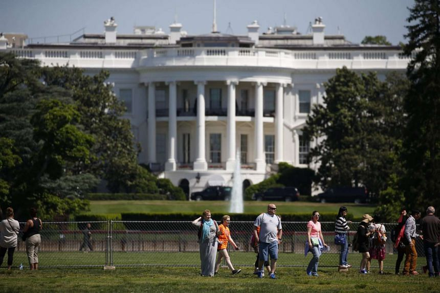 Tourist take advantage of a sunny day to visit the White House in Washington, DC, USA, on May 20, 2016.