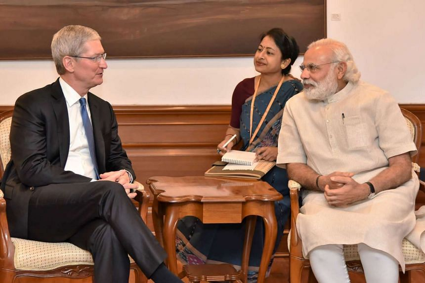 Indian Prime Minister Narendra Modi (right) speaks with Apple CEO Tim Cook during a meeting in New Delhi, on May 21, 2016.