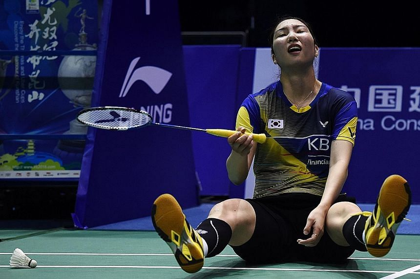 A brave but ultimately futile show by South Korean Sung Ji Hyun against China's Li Xuerui in the first singles put the hosts on the way to victory.