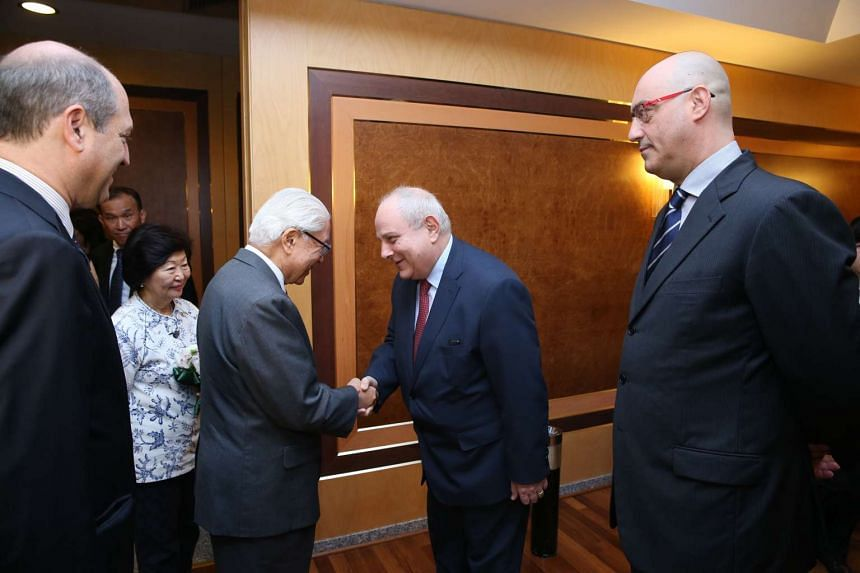 President Tony Tan Keng Yam being received at Rome's Fiumicino Airport by Italy's Deputy Foreign Minister Mario Giro.