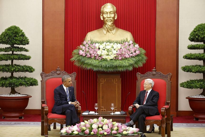 US President Barack Obama (left) and Vietnam's Communist Party General Secretary Nguyen Phu Trong talk under a statue of late Vietnamese revolutionary leader Ho Chi Minh in Hanoi.