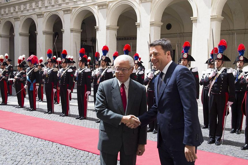 Italian Prime Minister Matteo Renzi (right) welcoming the President of the Republic of Singapore Tony Tan Keng Yam (left), in Rome, Italy on May 23.