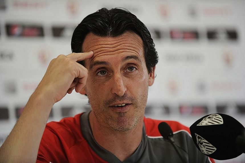 Sevilla coach Unai Emery is not the only candidate being considered for the vacancy at Goodison Park.