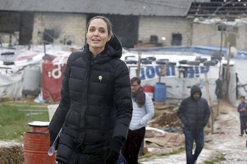 Actress Angelina Jolie will be teaching a new master's course on women, peace and security at the London School of Economics and Political Science.