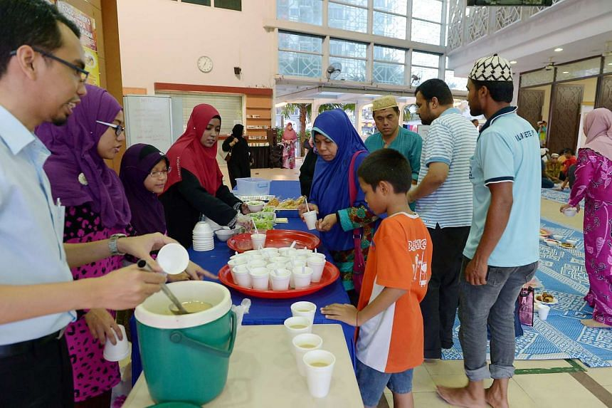 A healthy food corner by An-Nahdhah Mosque during Ramadan on June 24, 2015.