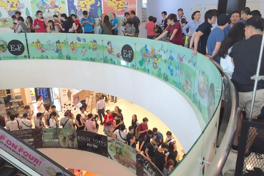People waiting on the third floor of Bugis Junction to get to the cafe, located one floor above.