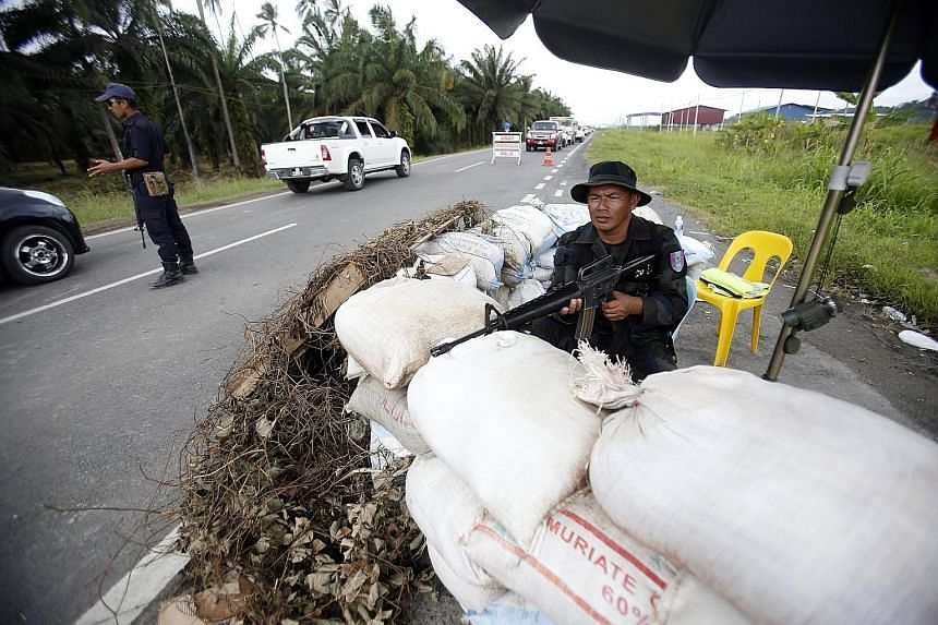 Malaysian security forces manning a road in Lahad Datu, Sabah, in March 2013 after militiamen from Sulu besieged the area, leading to deadly clashes. A concern now is how Mr Duterte will pursue the Sabah claim.