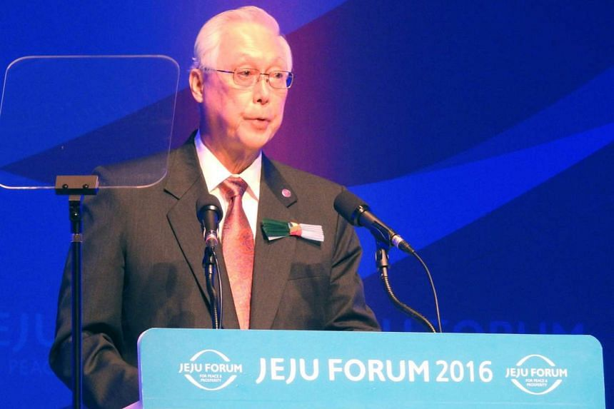Singapore's Emeritus Senior Minister Goh Chok Tong delivering his keynote speech at the Jeju Forum 2016 in South Korea, on May 26, 2016.