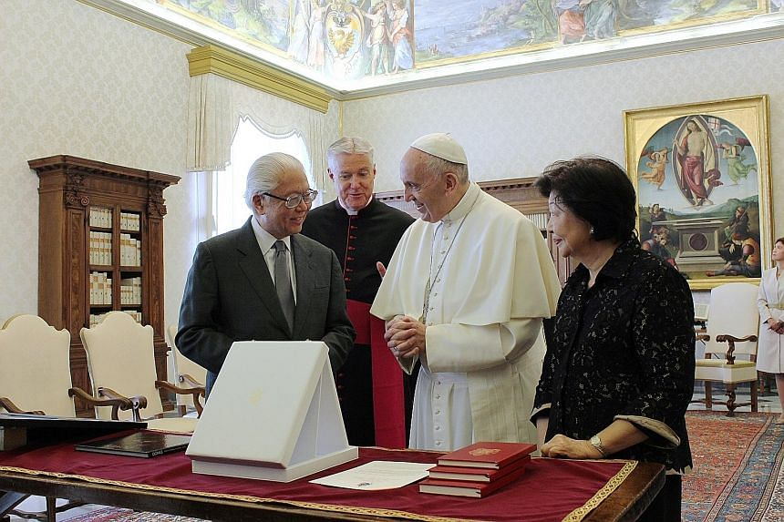 President Tan and the Pope exchanged gifts during their meeting yesterday in the Pope's library. Dr Tan was accompanied by his wife Mary. Dr Tan gave the Pope an artwork of Gardens by the Bay and a book on flowers, and received from him a medallion d
