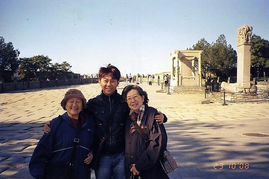 Yang Yin with Madam Chung Khin Chun (left) and Madam Chang Phie Chin in a photo taken in Beijing on Oct 23, 2008, when Yang acted as a private tour guide to the two women on a China trip.