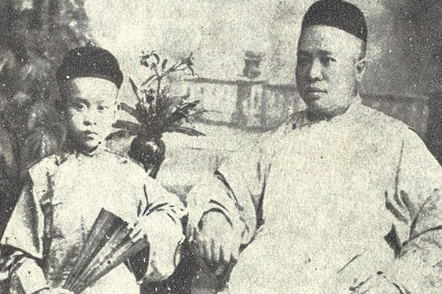 [ ]See Ewe Lay (left) started Lat Pau (below), S'pore's first Chinese daily paper in 1881. He is pictured with his son Tiow Hyong (far left).[/ ]