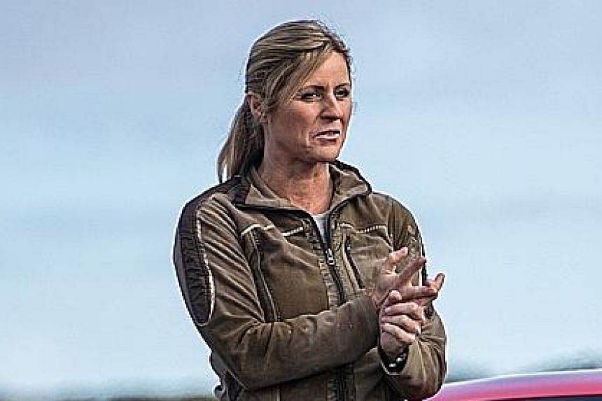 Race car driver Sabine Schmitz is a supporting presenter, making the show less male-oriented.