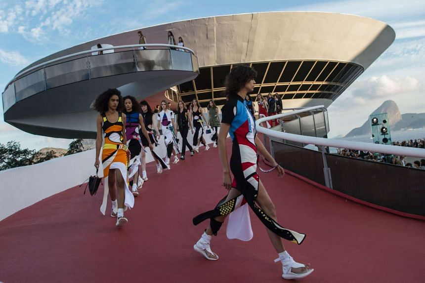 Models at the fashion show at the Niteroi Contemporary Art Museum.
