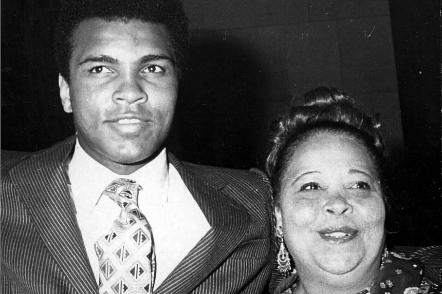 Muhammad Ali (left) with his mother Odessa Clay in 1973.