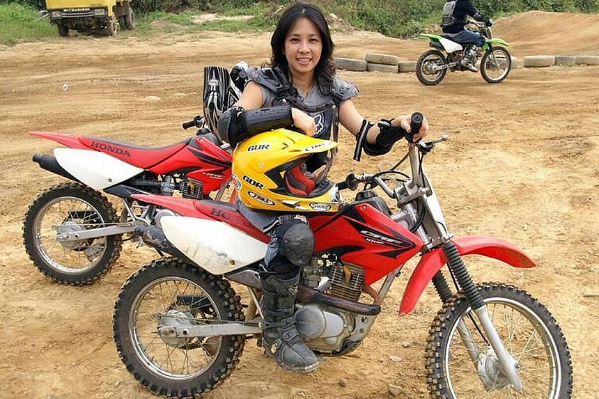 An adventurous soul, Ms Tok is into motocross and other extreme sports such as skydiving and bungee jumping. In secondary school, she amassed nearly 50 medals and trophies in various sporting activities. The daughter of a cabby and a factory worker,