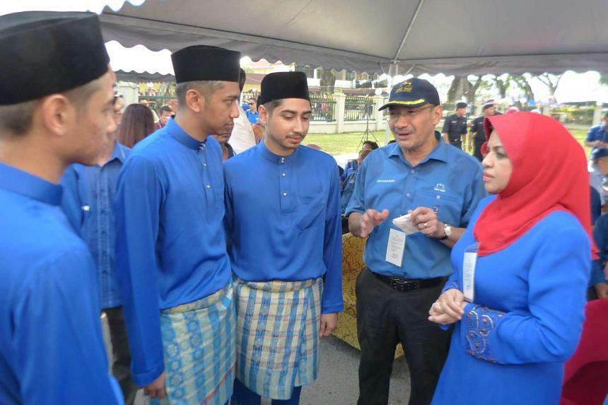 The sons of Barisan Nasional candidate for Kuala Kangsar with Umno vice-president Hishammuddin Hussein (2nd from right) and Wanita Umno chief Shahrizat Jalil.