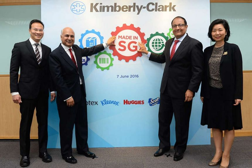 (Left to right) Mr Randy Jusuf, Managing Director, Kimberly-Clark, ASEAN, Mr Achal Agarwal, President, Kimberly-Clark, Asia Pacific, Mr S Iswaran, Minister for Trade & Industry (Industry) and Ms Thien Kwee Eng, Assistant Managing Director, EDB inaugu