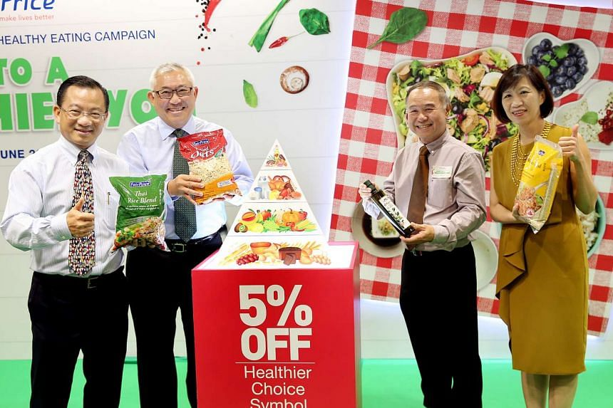 (From left) NTUC Fairprice CEO Mr Seah Kian Peng and Chairman Mr Bobby Chin, with Mr Yong Chiang Boon, president of the Diabetic Society of Singapore, and Ms Joanna Chan, Director of Obesity Prevention Management, Health Promotion Board, at the launc