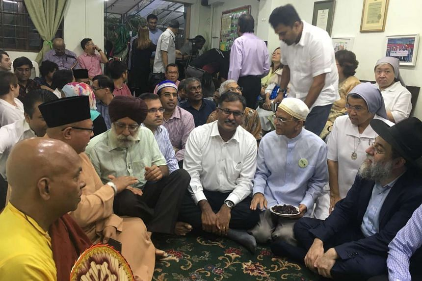 Mr Murali Pillai (centre, in white) MP for Bukit Batok attended the 10th Annual Inter-Faith Iftar as the Guest-of-Honour.