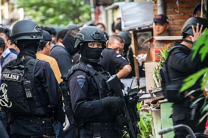Members of Indonesia's elite anti-terrorist unit Detachment 88, or Densus 88, raided a house in Surabaya yesterday afternoon and nabbed three suspected militants. They also discovered two homemade bombs and weapons in the single-storey house located