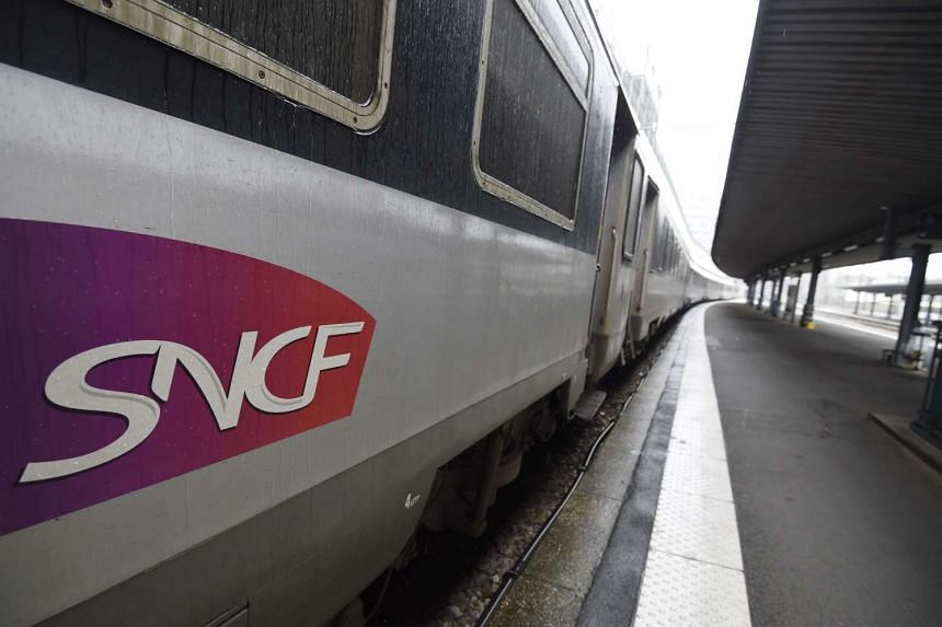 A train stopped by a deserted platform at the Austerlitz railway station in Paris, on June 4, 2016, during a strike protesting against government labour reforms.