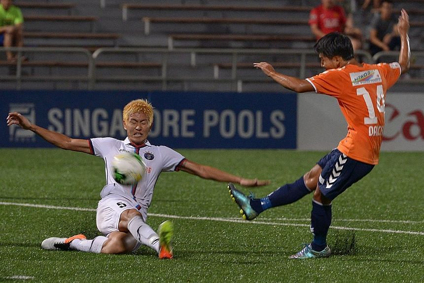 Albirex's Daichi Ishiyama (right) gets the better of countryman Kento Fukuda to score the winning goal. The White Swans have opened up a 10-point gap over Tampines.