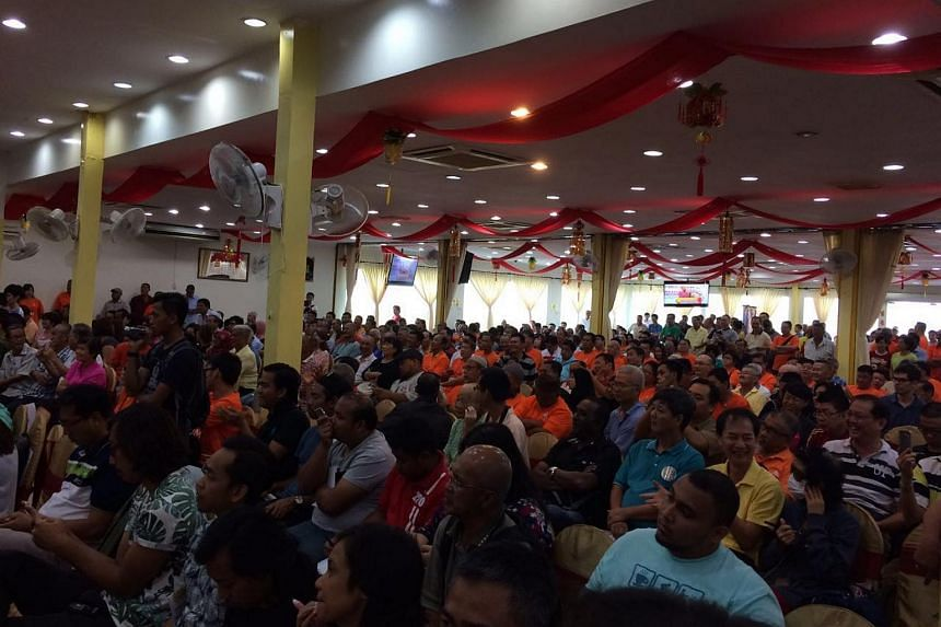 The crowd listening to Dr Mahathir speak.
