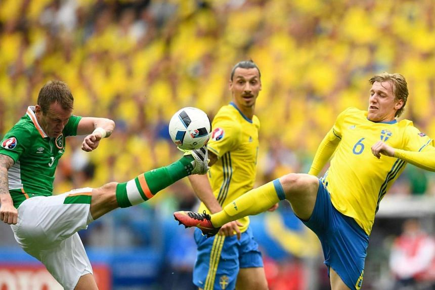 Sweden's midfielder Emil Forsberg (right) and Ireland's midfielder Glenn Whelan (left) vie for the ball during the Euro 2016 group E football match between Ireland and Sweden.